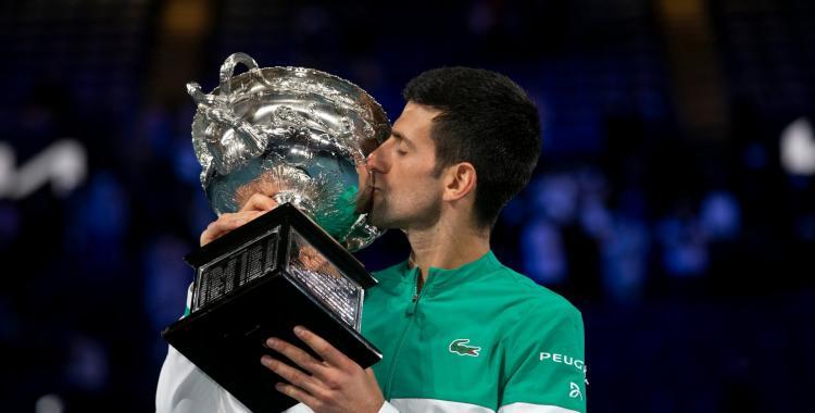 Novak Djokovic es el rey del Abierto de Australia: Logró su tercer título consecutivo al vencer a Medvedev | El Diario 24