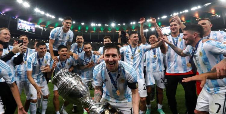 VIDEOS Locura total en el vestuario: Así fueron los festejos de Messi y los jugadores en el vestuario   El Diario 24